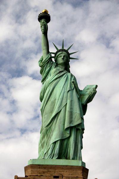 http://img.cestovanie.sk/magaziny/images/cestovanie/stories/krajiny/USA/statue%20of%20liberty.jpg